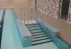 подъемное дно в терапевтическом бассейне